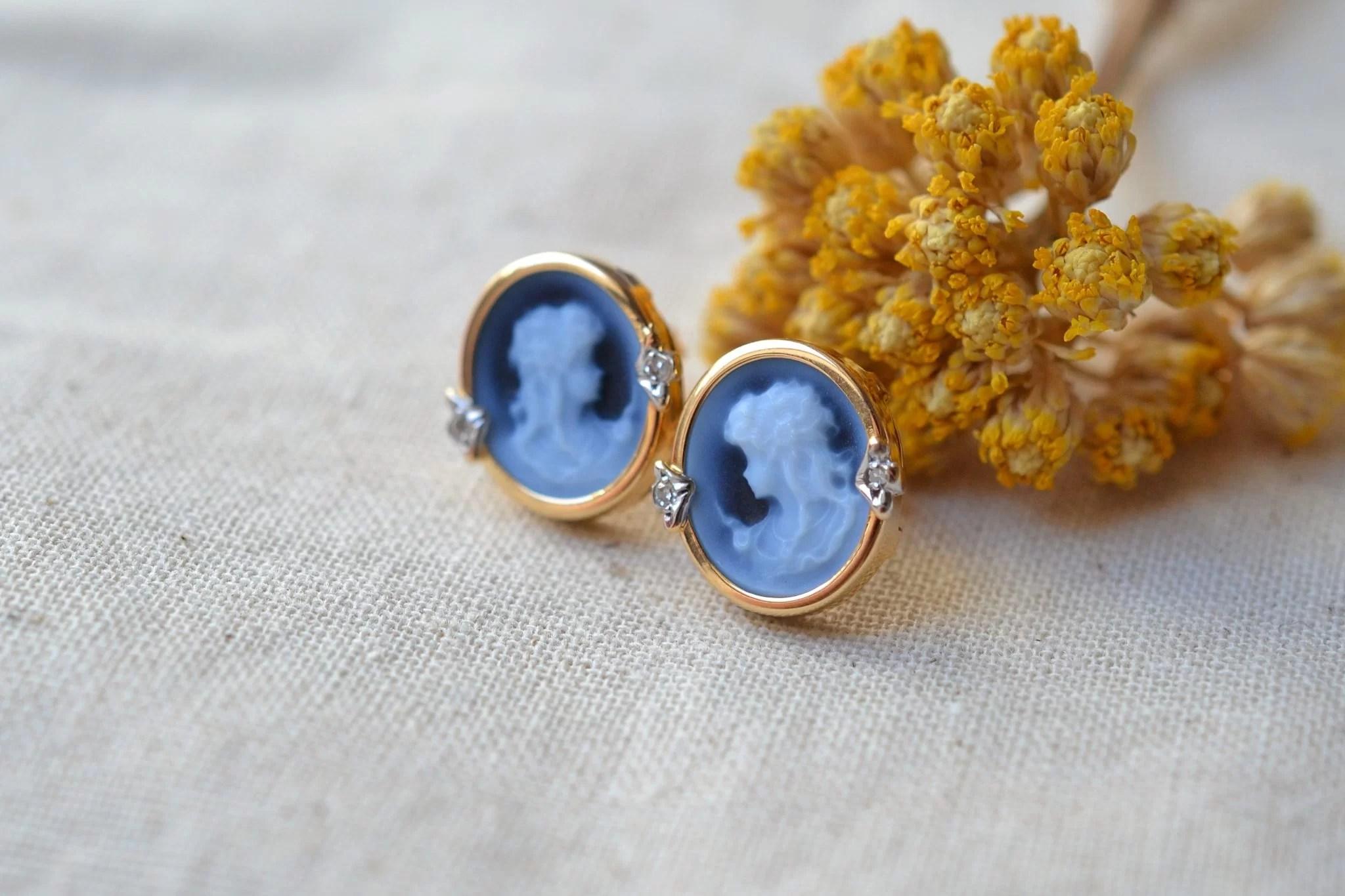 Paire de clous en Or jaune sertis de camées bleus - boucles d_oreilles éthiques