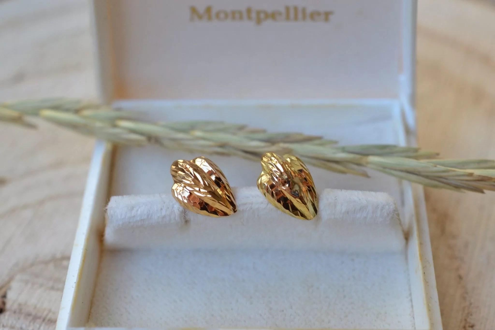 Paire de puces d_Oreilles facettées en Or jaune - boucles d_oreilles de seconde main et d_occasion