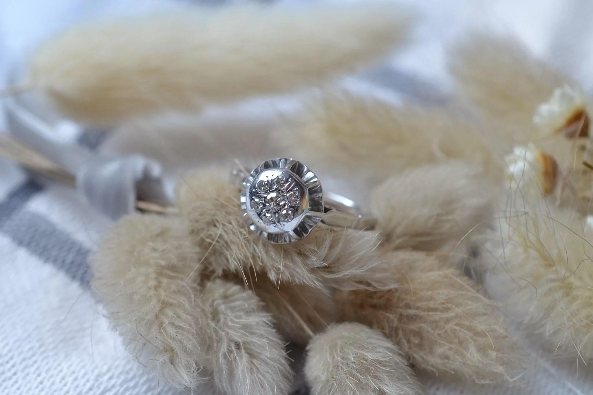 Bague en Or blanc, chaton rond orné de diamants 8_8 - bague éthique
