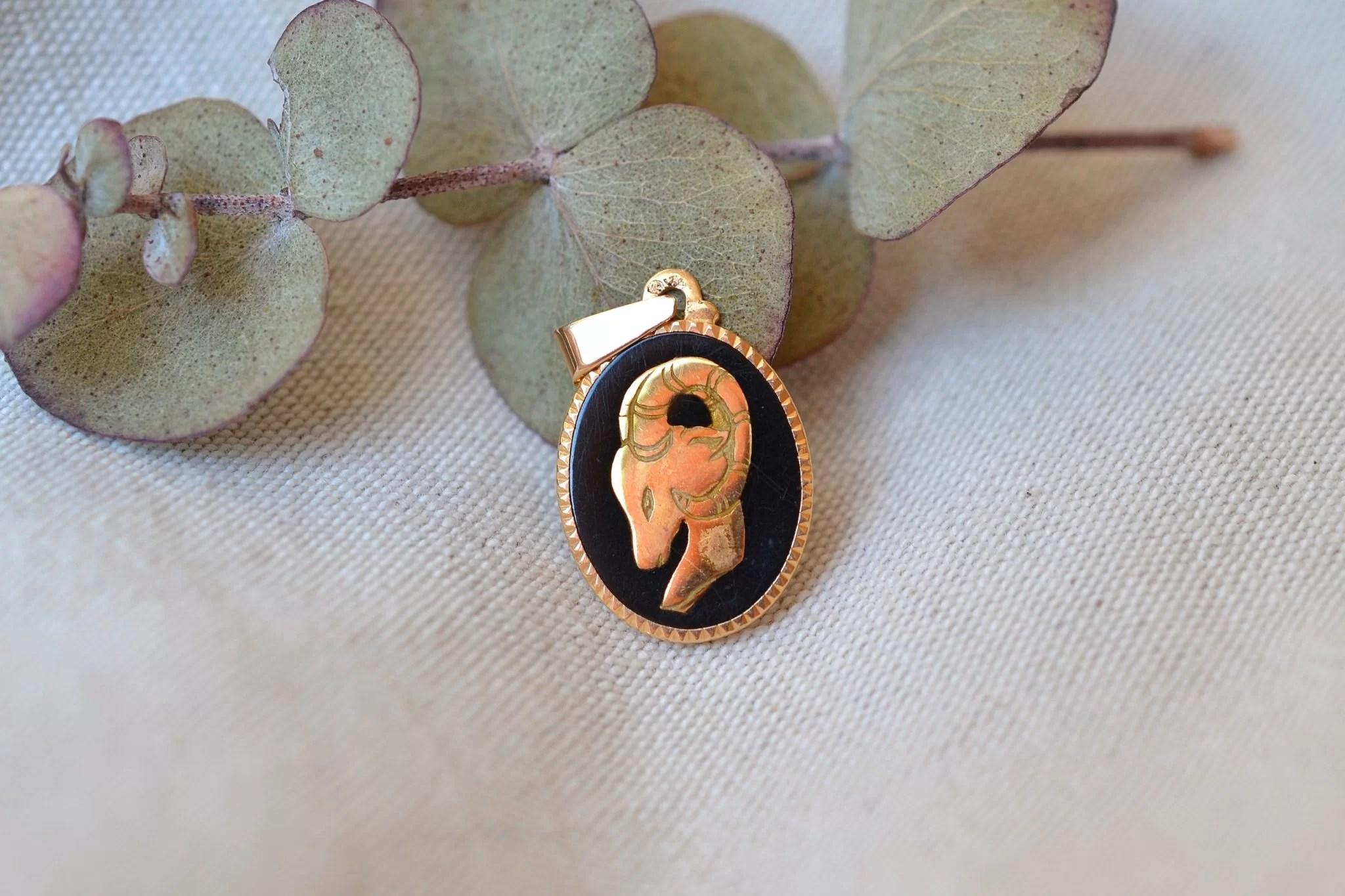 Pendentif zodiaque ,signe du Bélier en Or jaune et émail - bijou Vintage