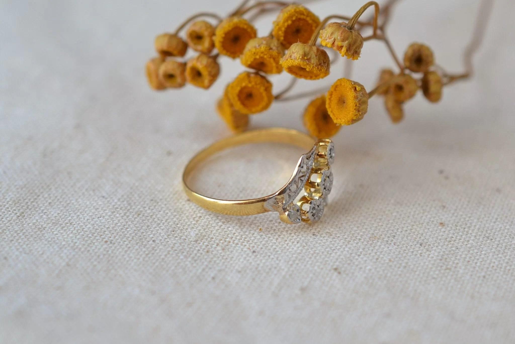 Bague-trio-fleurettes-diamants-en-or-massif-bijou-fiancailles