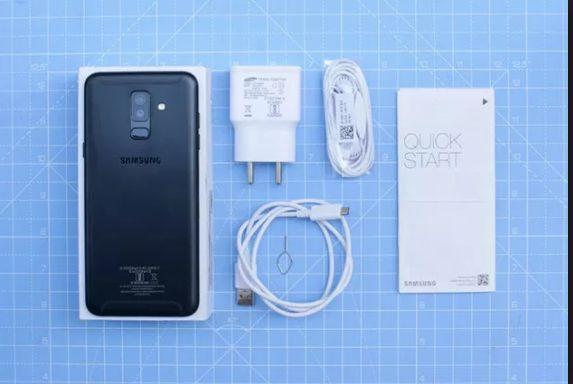 Foto cellulare Smartpone Samsung Galaxy A6+