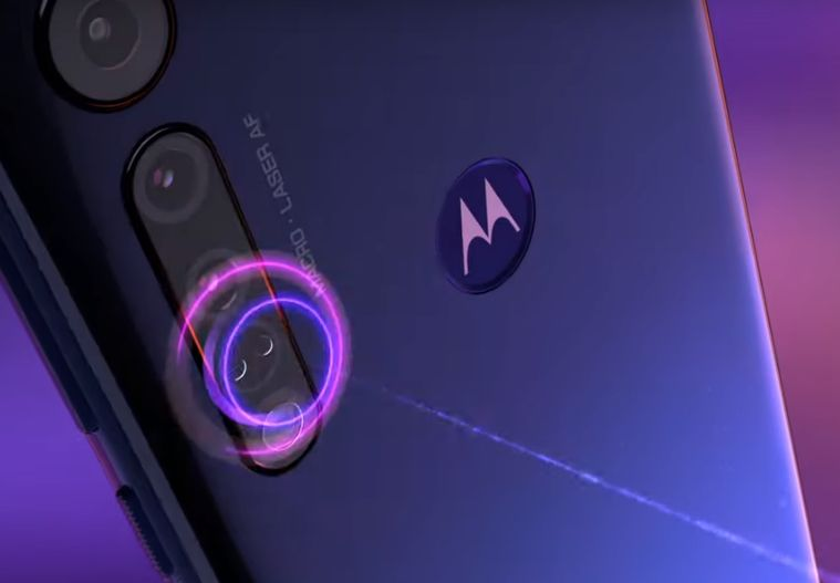 Motorola One Macro cellulare Android visione fotocamera frontale