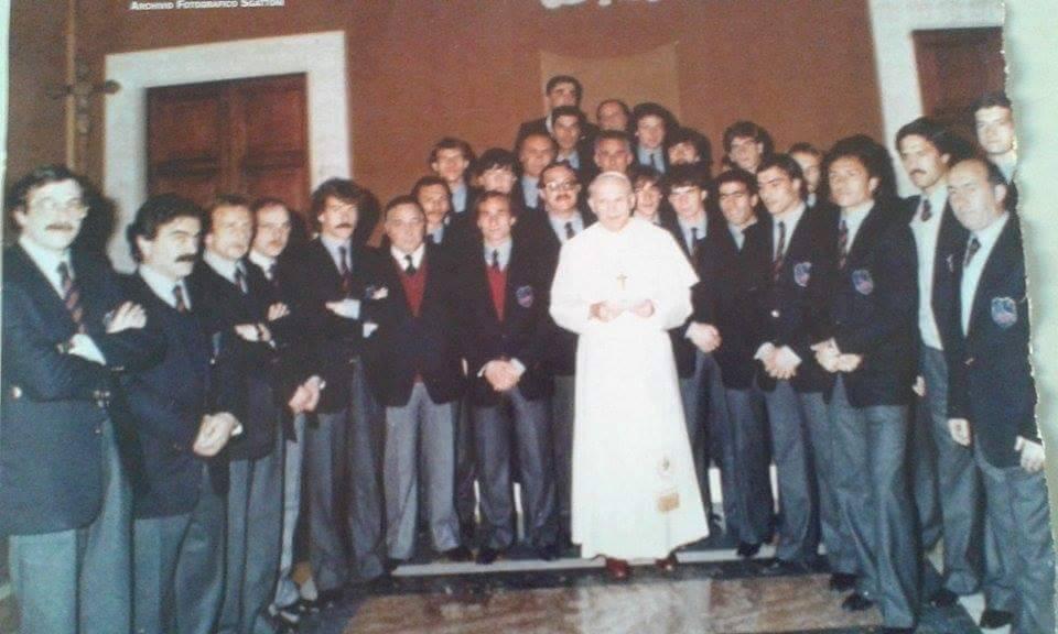 Gruppo di preghiera dei giocatori con il parroco Don Filippo