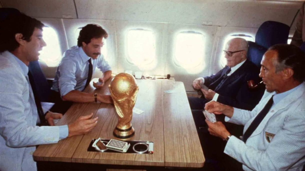 Lo scopone scientifico con la Coppa Del Mondo