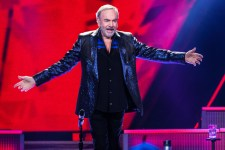 Neil Diamond performs in Melbourne at Rod Laver Arena on Tuesday 27 October 2015. Photo Ros O'Gorman