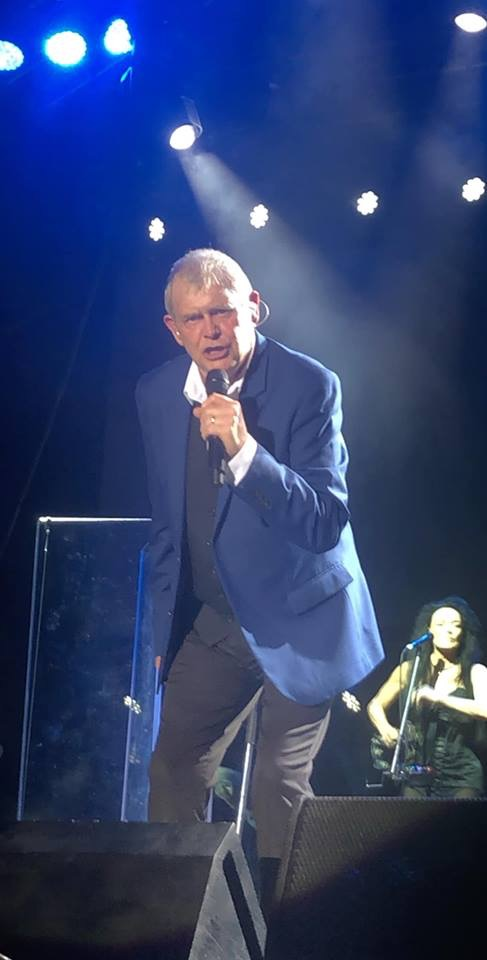 John Farnham gets thunderous reaction at his first Red Hot