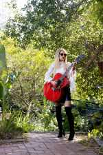 Orianthi with her Gibson guitar