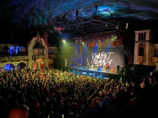 Aragon Ballroom, Chicago. Photo: KSPRZK