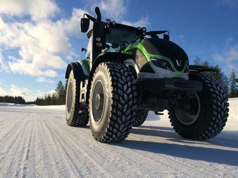 T234 di Valtra, guidato da Juha Kankkunen