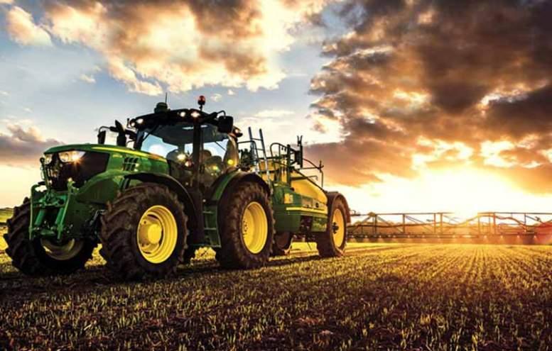 trattore al tramonto