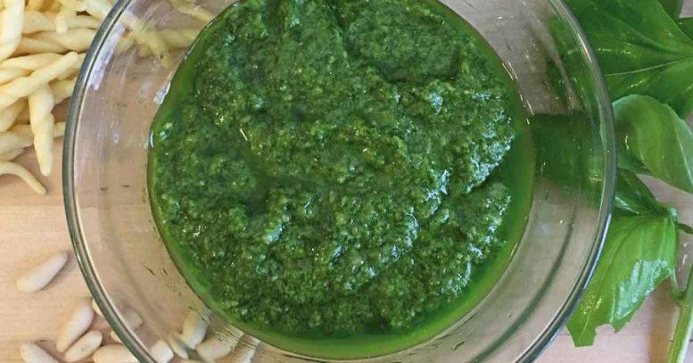 ricetta del pesto alla genovese con il mixer da cucina