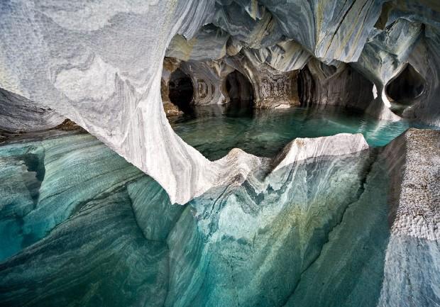 Dentro le Cattedrali di marmo cilene sul Lago Carrera