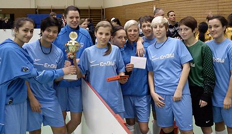 Unser Foto entstand beim Damen-Turnier in Knittlingen und zeigt von links: Z. Özdemir, L. Englert, S. Kreß, C. Mayer, C. Sartorius, M. Schöll, B. Köhler, J. Lohmann, K. Bechtel und L. Speicher. (Foto: Horst Haselmann)