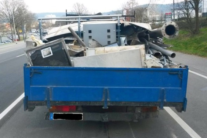 Pol da erbach nicht nur die ladung war schrott lastwagen mit diversen maengeln aus dem verkehr gezog