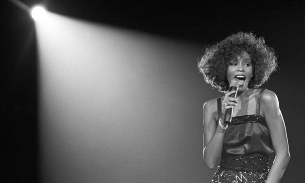 Waar gaan de grootste hits van Whitney Houston eigenlijk over?