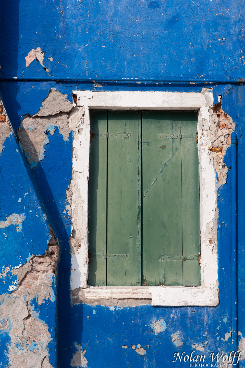 Burano house with blue wall (454F27494)