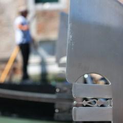 Gondolier and gondola (454F27822)
