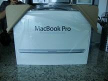 Frente de la caja Macbook Pro.
