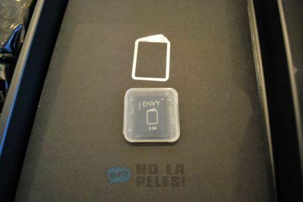 No más CDs con manuales - Una tarjeta SD de 2GB con información de soporte y guías