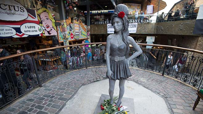 Amy-Winehouse-estatua