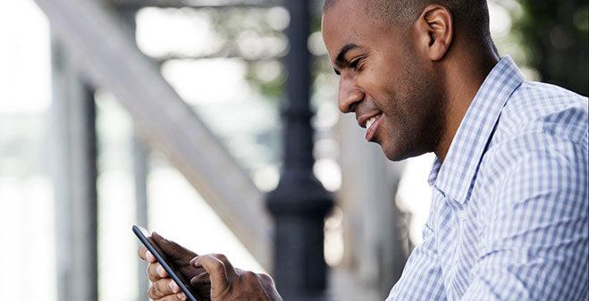 hombre-usando-smartphone