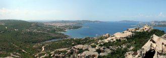 Il panorama sopra Palau: vi raccontiamo cosa visitare e vedere in questa piccola località della Sardegna.