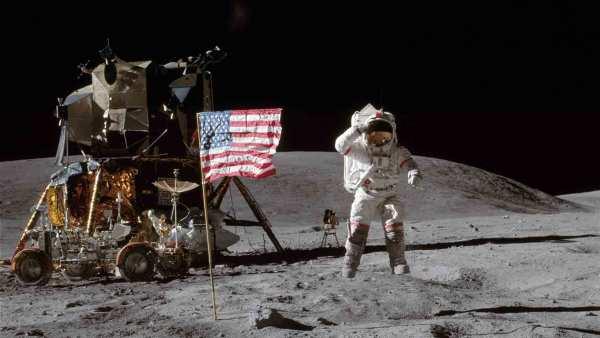 walking_on_the_moon