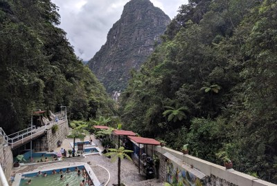 Hot springs in Aguas Calientes in front of mountain scenery