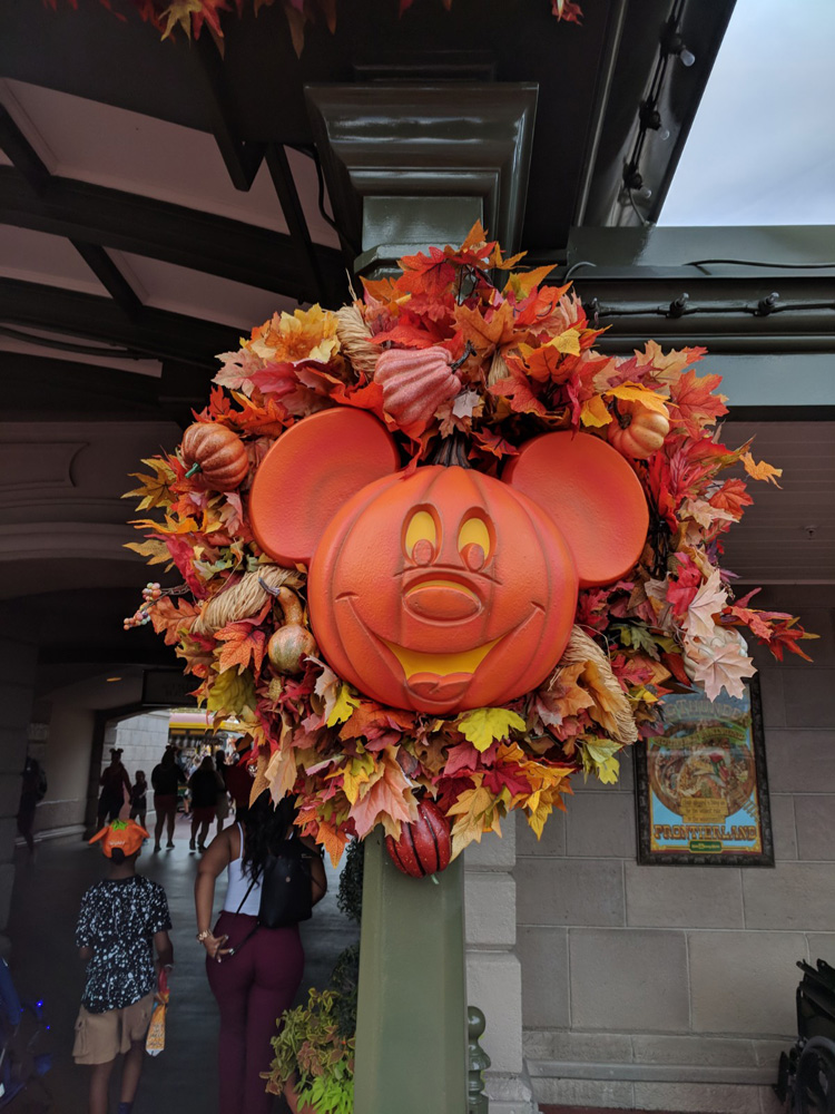 Mickey's Not So Scary Halloween Party decorations