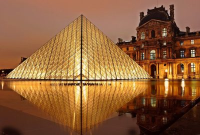 Louvre at night - the best time to visit