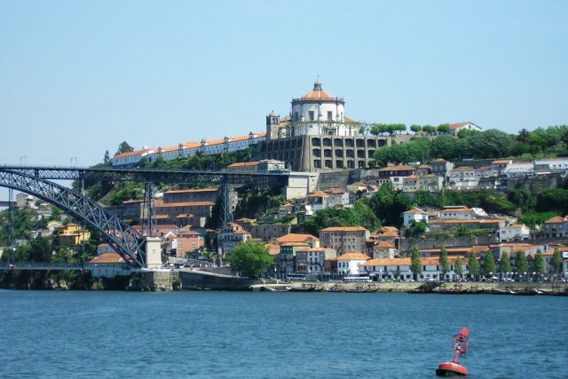 View of Vila Nova de Gaia on a sunny day (Source: Manuel de Sousa/Wikimedia).