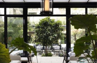 Les Jardins du Faubourg ouvre sa terrasse, un havre de paix dans un monde chaotique