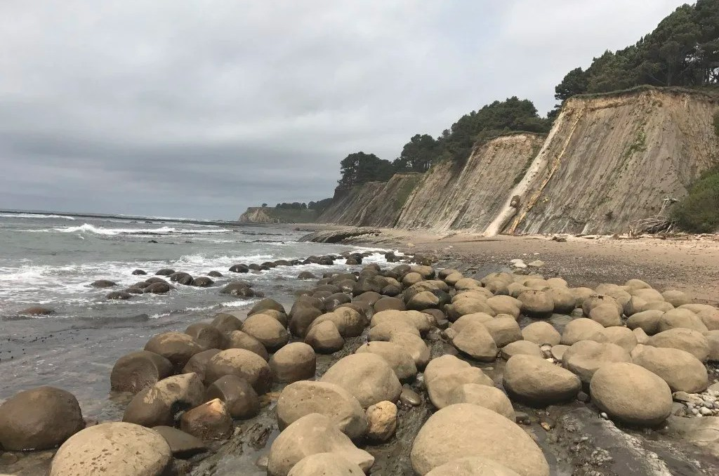 2 week California coast road trip itinerary: Bowling Ball Beach