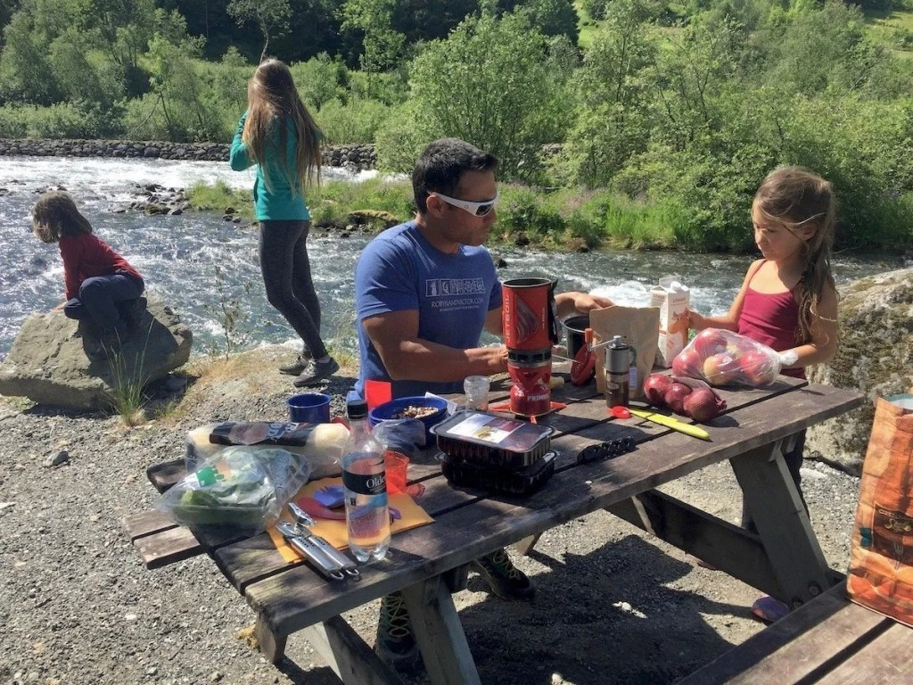 roadside picnic, Road Trip essential pack list