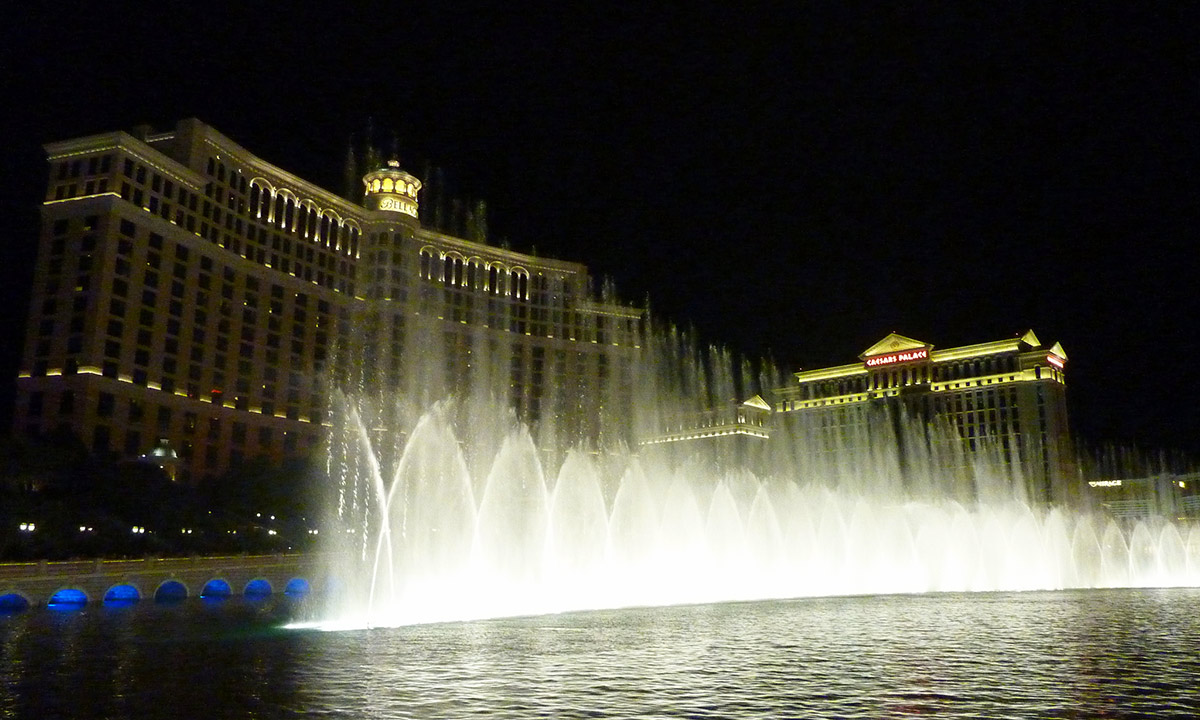 Bellagio Hotel's dancing fountains at night - Las Vegas