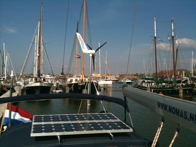 Nomas - zonnepanelen en windmolen