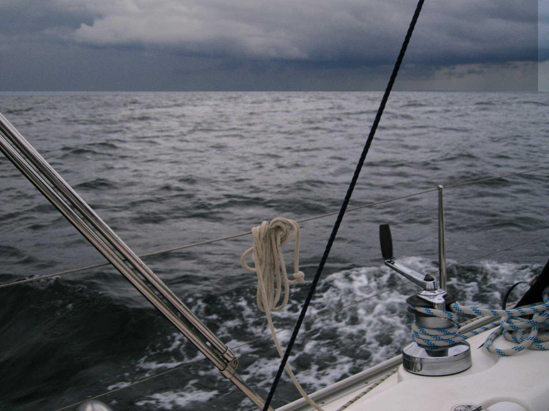 Donkere wolken boven de Golf van Biskaje