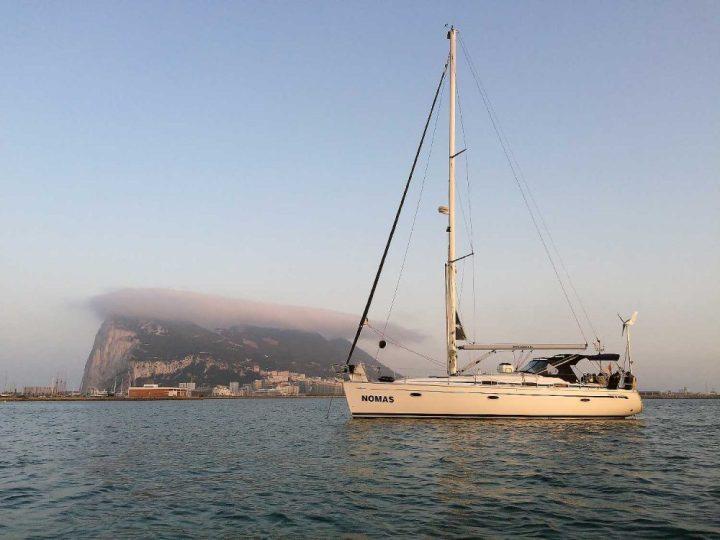 NOMAS voor anker bij Gibraltar