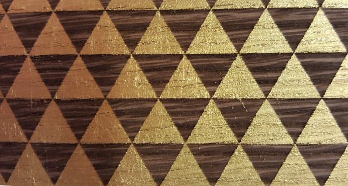 Atelier du nombre d'or est spécialisé dans la dorure, la sculpture, l'ébénisterie, la laque.
