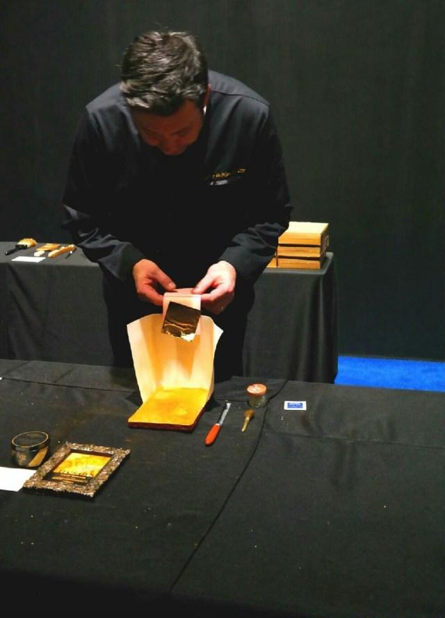 atelier-nombre-d'or-doreur-feuille-d'or-bois- staff-métal-verre- résine-plâtre-bruno-toupry-restaurateur-designer-oeuvre-art-paris-dorure-sculpture-or