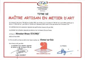 maître-artisan-métiers-arts-bruno-toupry-design-laque-doreur-feuille-artisanat-gilder-workshop