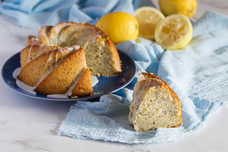 Bundt cake de limón, miel y semillas de amapola