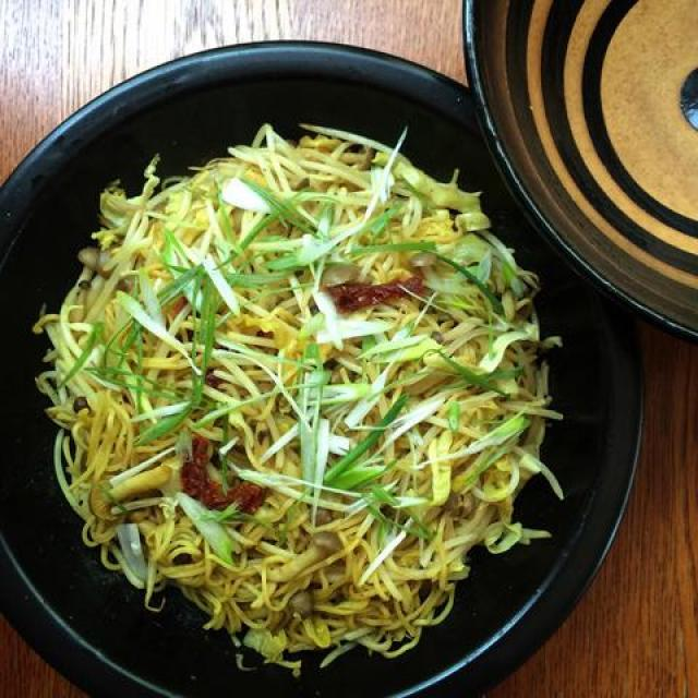 Donabe Recipes - Curry Yakisoba