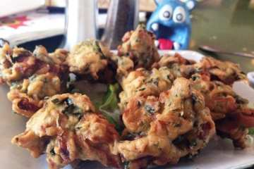 Indian Spinach Pakoda @ Delhi Club