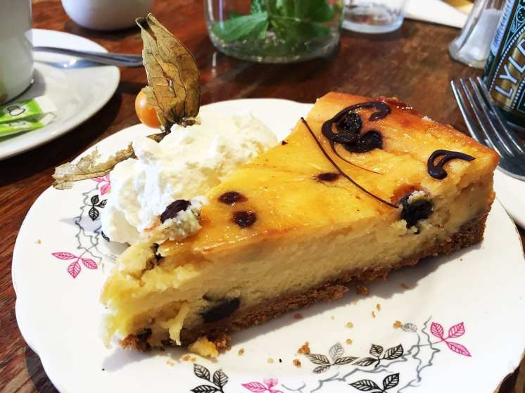 Bailey's Chocolate Chip Cheesecake @ Queen of Tarts