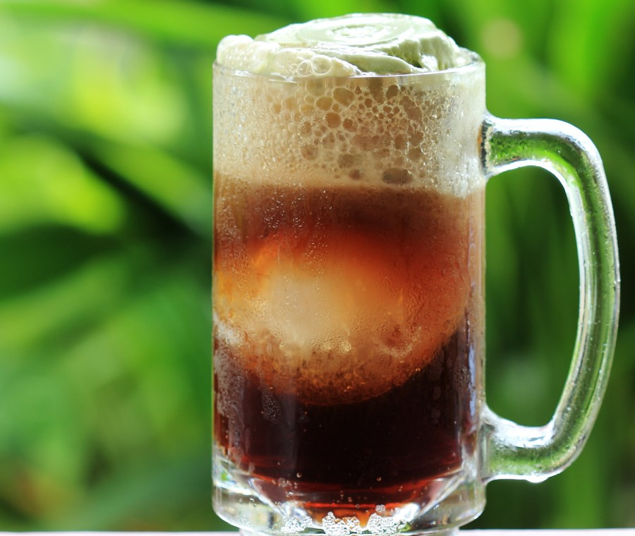 Ice cream float - ice cream and the air inside provides additional nucleation sites for CO2 bubbles - Root beer float a tasty summer treat on Green tree background