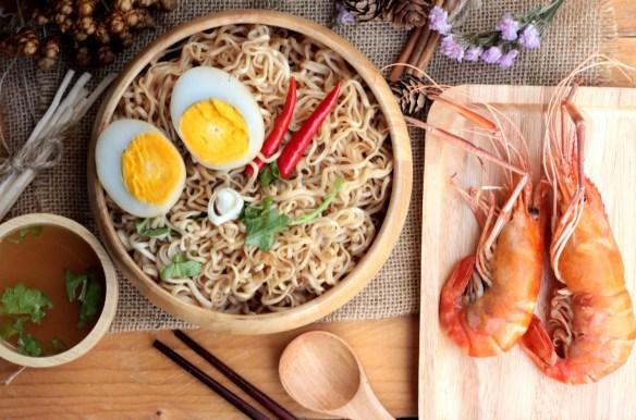 Instant noodles soup put egg and shrimp