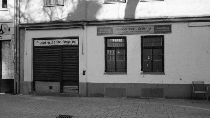 Papier und Schreibwaren, Süddeutsche Zeitung, Abendzeitung. In Schwabing.