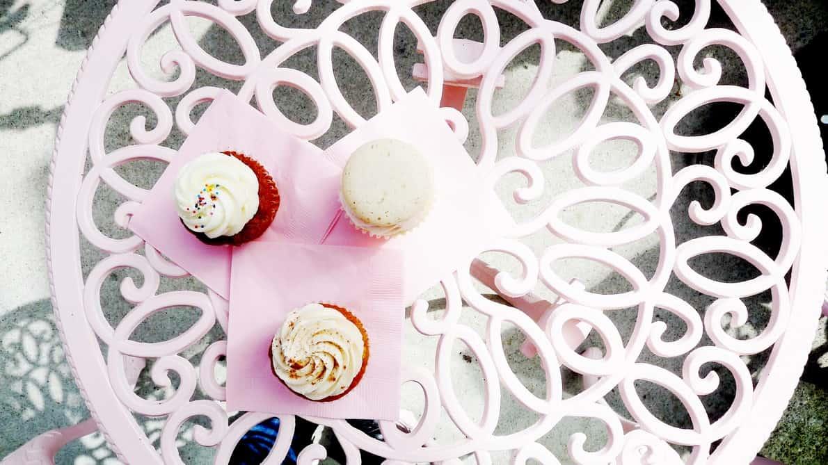 Sweet Bake Shop Vancouver Yaletown   Cupcakes Macarons Cake